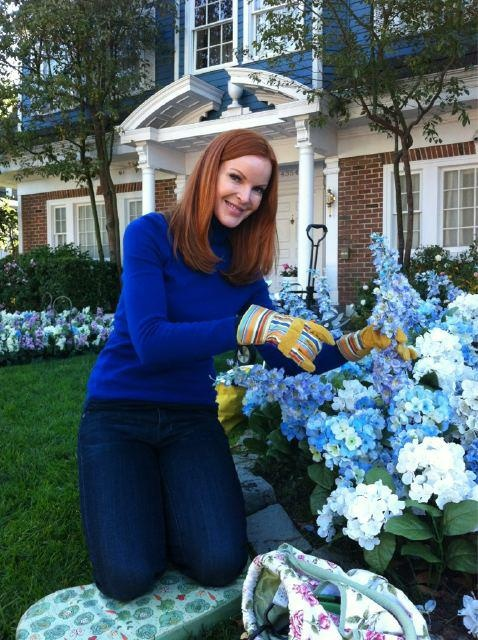 Desperate Housewives:Marcia, gardening on the lane