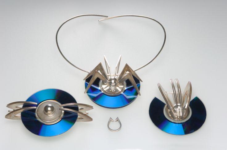 SUPŠ A VOŠ Turnov > Zlatnictví a design šperků > Goldsmith and jewelry design