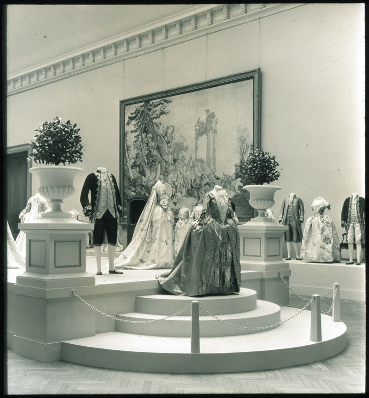 "The Metropolitan Museum of Art, Wing D, Gallery 6: ""Costumes, 1750-1850,"" (May 10-June 5, 1932). Photographed in 1932. Image © The Metropolitan Museum of Art"