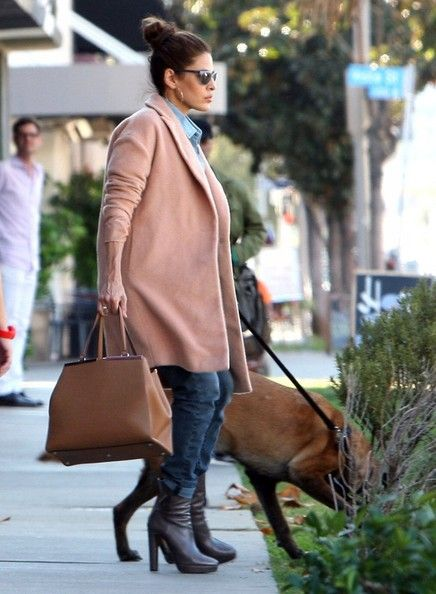 Eva Mendes - Eva Mendes and Her Dog Stop by a Hair Salon