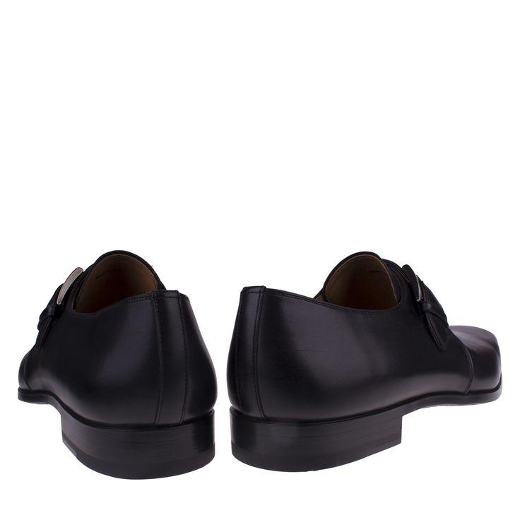 Magnanni 16608 zwart geklede schoen gesp  Exclusieve zwarte gespschoen van het Spaanse merk Magnanni model 16608. Deze nette lederen schoenen zijn op ambachtelijke wijze met de hand vervaardigd. Op de wreef is een luxe gesp bevestigd. De gespschoen heeft een lederen zool en de hak heeft een rubberen inzet voor meer grip en minder slijtage. Deze exclusieve Magnanni schoenen zijn met zorg vervaardigd door middel van de 'Magnanni Bologna construction'-techniek. Dit zorgt voor een ultiem…