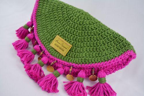 Clutch Barroco de Crochê por Bruna Szpisjak em parceria com Linhas Círculo. Receita disponível no site da Linhas Círculo.