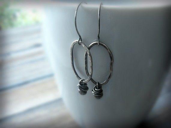 Gehamerd ovale oorbellen zilveren ovale oorbellen zwarte