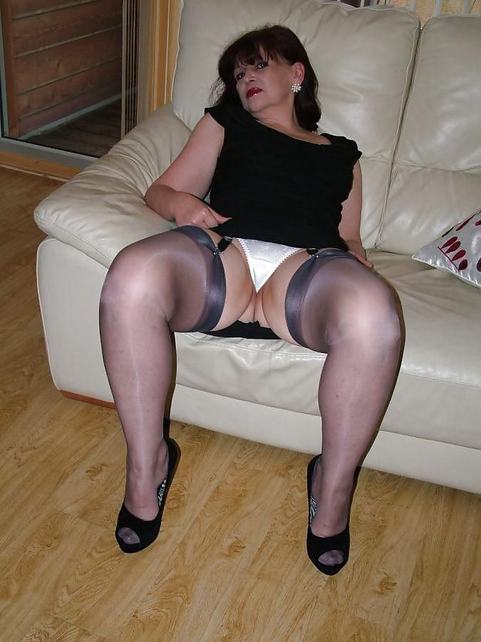 Upskirts Mature older women