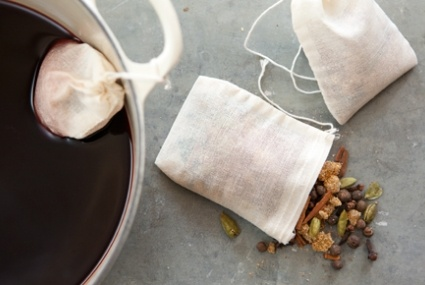 Mulled Cider Spice Sachets-- tie around a bottle of wine or cider for a gift