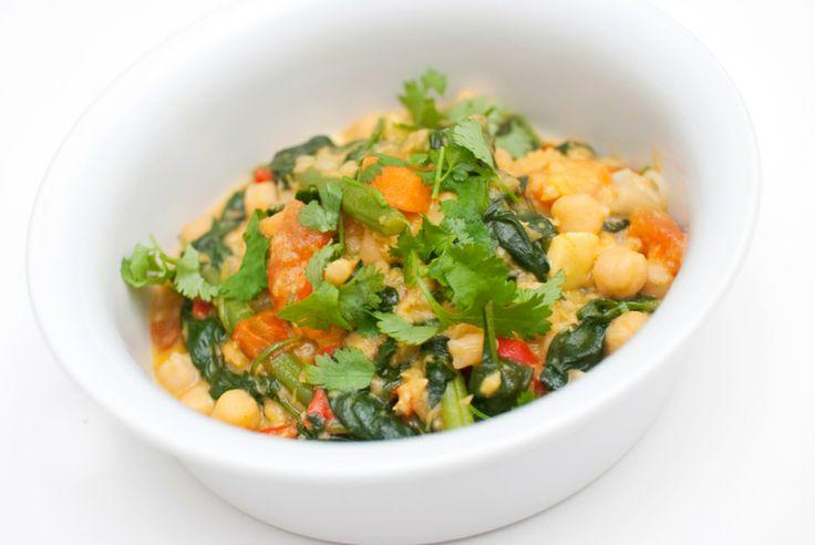KIKERTGRYTE: Kikerter, linser, koriander, kokosmelk, tomater og gulrot er bare noen få av ingrediensene i denne gryteretten.