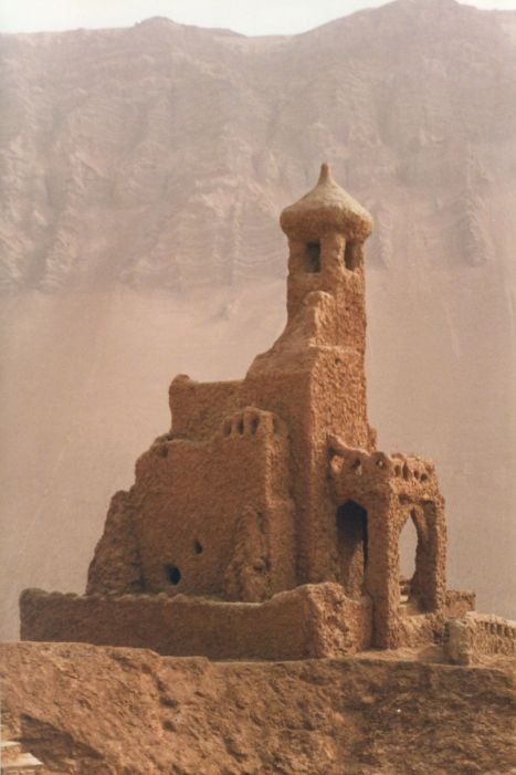 An old mosque in Turpan, Xinjiang, China. Photo taken in 1999 by Flickr user Whitecat Sg