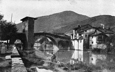 Puente Viejo de época alto medieval y estilo románico es uno de los símbolos de la villa de Balmaseda.