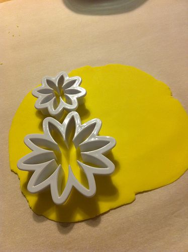 how to... flowers out of gum paste.  Her techniques are a little different than wilton's but I like some of them more!