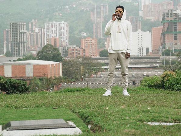 El rapero Wiz Khalifa le lleva flores a Pablo Escobar | El Puntero