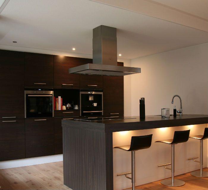 Verbouwing appartement, met moderne keuken | Wonen Doe Je Thuis Interieuradvies - verlichte bar