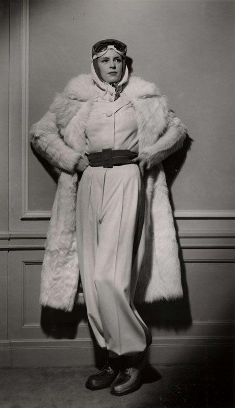 Modell visar päls och vintermode 1936. Ur Nordiska museets samling, bilder tagna för varuhuset NK.