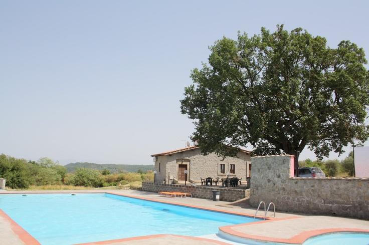piscina vista due antico casale