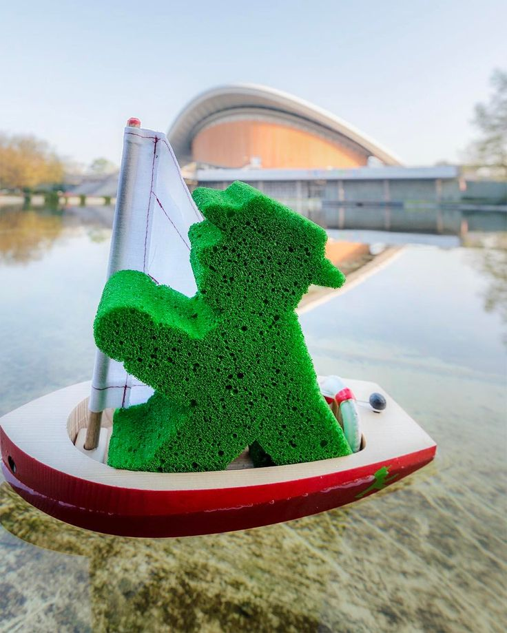 Today I decided to ride my boat and to enjoy my Friday in a different way! Hope you like it as much as I do! :) #LittleGreenMan #AmpelmannWorld #FollowAmpelmann #ampelmannLifestyle #Berlin