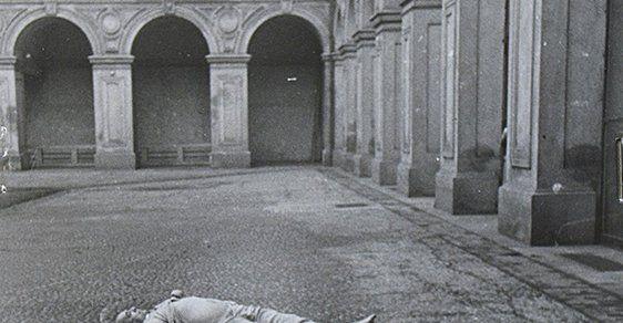 Fotografie, z nichž mrazí: Archiv vydal unikátní snímky, které ukazují smrt Jana Masaryka