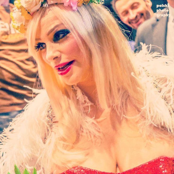 Ten moment, kiedy fanka prosi cię o pokazanie cycków... #cicciolina #ilonastaller #legend #portrait #star #celebrity #revolution #warsaw #warszawa #kinoteka #pkin #flowers #makeup #italiangirl #symbol #cinema #festival #documentary #Varsavia http://tipsrazzi.com/ipost/1517352937943990534/?code=BUOuHUxDAEG