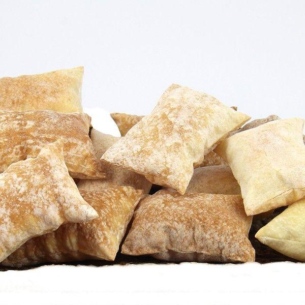 Croccanti cuscinetti dorati a base di farina e malto d'orzo. Da gustare tra gli antipasti, ottimi anche con le zuppe di pesce, di carne e di verdure.