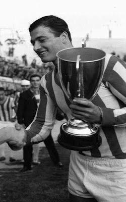 Παπάζογλου Κώστας. Άγιος Ιωάννης Ρέντης. (1938-2013). Επιθετικός. Από το 1957-1964. (104 συμμετοχές 34 goals).