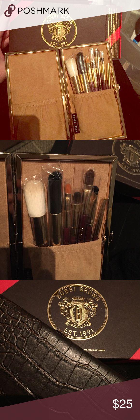 Bobbi Brown brush set, brand new, orig $55 Bobbi brown brush set with seven brushes in a luxurious brown faux croc set. Never used! Bobbi Brown Makeup Brushes & Tools