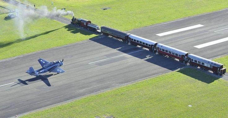 #Gisborne, na #NovaZelândia, também cruza uma estrada, mas neste caso é uma estrada de ferro. Os horários de pousos e decolagens deve ser bem coordenado com a passagem dos trens.