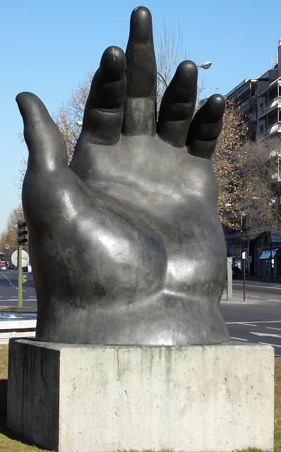 Fernando Botero- Hand, Madrid