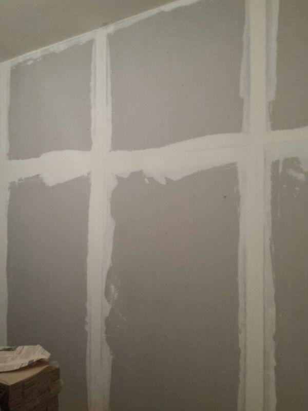 Parete utilizzando Acustik Gips Art.3. Separazione di una stanza da letto confinante con il bagno del vicino. Il cliente avvertiva la rumorosità dello sciacquone e i rumori molesti prodotti dalle funzioni biologiche.