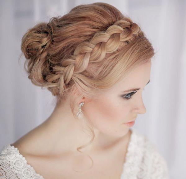Ślubna fryzura z warkoczem