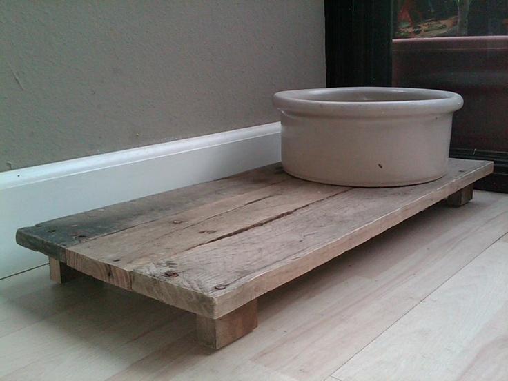 dog bowl platform made from pallets