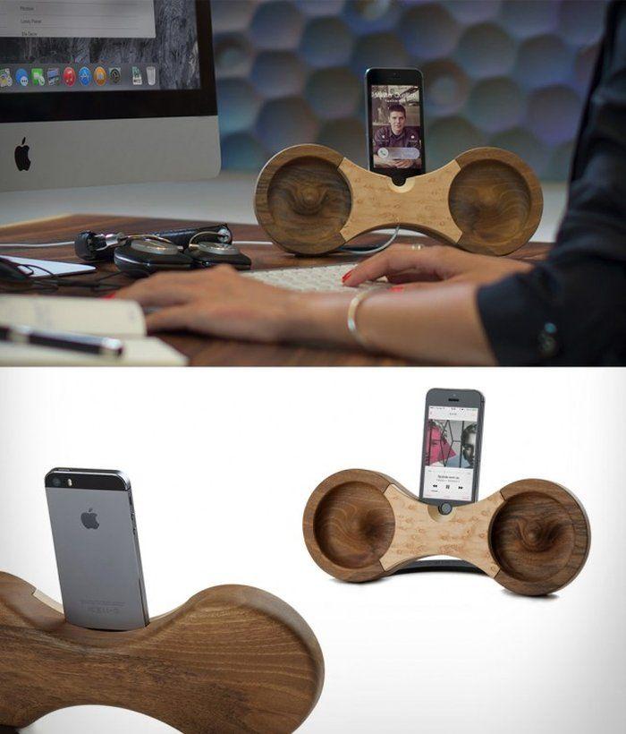 Eight ist ein sehr schön gestalteter, akustischer Verstärker für das iPhone 5/5s. Dieser wird handgefertigt aus nachhaltig geerntetem Walnuss- oder Ahornholz. Dabei benötigt der Akustikverstärker keinen Strom oder Batterien, denn er verstärkt den iPhone-Sound natürlich, durch die Eigenschaften von Holz als Rohstoff sowie durch sein innovatives Design, welches von der Form eines Ohres inspiriert ist. …