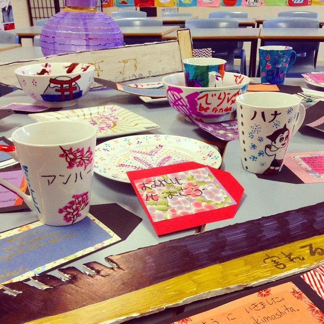 Katana swords, plates, lanterns, cups and fans were popular choices to make. Students also had to create a Japanese-style gift tag and write which city they visited, what sightseeing place they visited and what their souvenir was. #teachnsw #Japanese #outbackNSW #ruralteacher #bestclassroomever