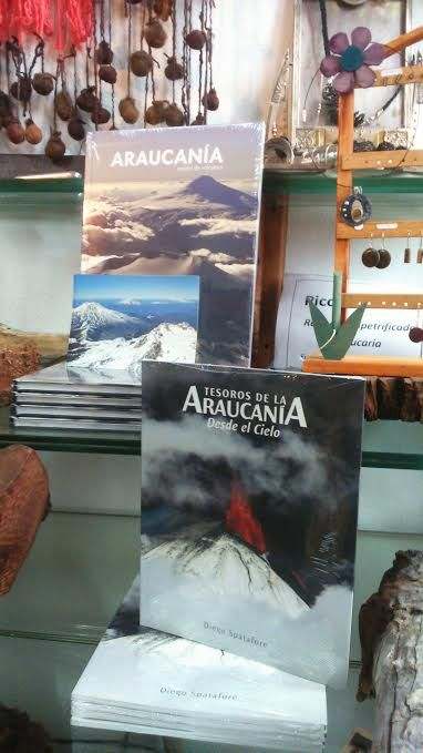 Libros del Fotógrafo Diego Spatafore sobre la Araucanía, el que se vende en Secretos del Armario Curacautín (f) junto con mis productos