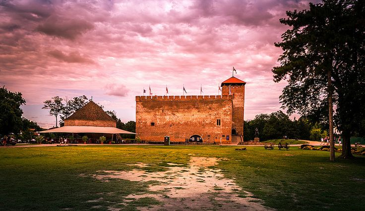"The old medieval Gyula castle is located in the Hungarian city which bears the castle's name. The medieval castle is also very close to the beautiful Almasy castle. Next to the castle, on the left side of the photo you can see a smaller defense tower, over there you'll find a terrace. If you would … Continue reading ""The Gyula castle"""