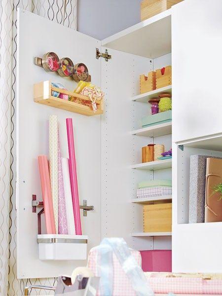 Eine Durchdachte Innenausstattung In Den Schränken Erleichtert Das  Ordnunghalten: In Behältern Und An Einer Magnetleiste