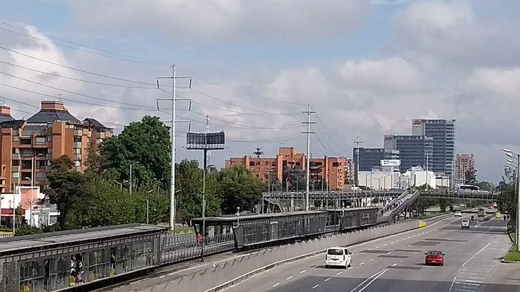 Tráfico vehicular sobre la Autopista norte, el 31 de diciembre de 2017 en Bogotá.