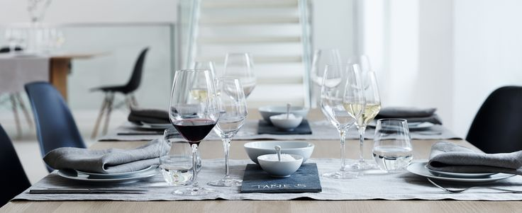 「薄くて軽くて強い」!【Spiegelau(シュピゲラウ)】のワイン&ビアグラスは創業約500年ドイツのブランド☆  http://item.rakuten.co.jp/cosmo-style/c/0000000405/  ↓4つも入ってお買い得な価格です! 【シェリール】異なる4タイプがセットになったビアグラス・シリーズ。 「薄く」て「軽い」見た目もエレガント。 バーやレストランにもオススメ。   【Spiegelau(シュピゲラウ)】とは、、、 世界中のプロフェッショナルが愛用する圧倒的な耐衝撃性と耐久性ドイツの名門グラスウェアブランド『シュピゲラウ』。 南ドイツの美しい森奥深くにたたずむバイエルン地方シュピゲラウ。 この小さな町で1521年に誕生しました。 約500年もの間培われた技術で、高品質なガラス製品を創り出しています。 シュピゲラウのコンセプトは「Light&strong(軽くて強い)」! 鉛を含まず、上質で薄いガラスを作り出す「吹きガラス製法」により軽量感をアップし、製造工程に使用するチューブにプラチナを採用した「プラチナ製法」で耐久性を向上させました。…