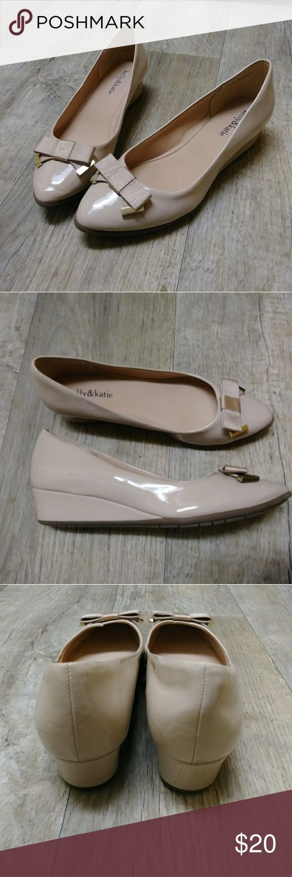 Kelly&Katie Cream Wedges Size 8 Cream wedges with gold accents on the bows. Katie & Kelly Shoes Wedges