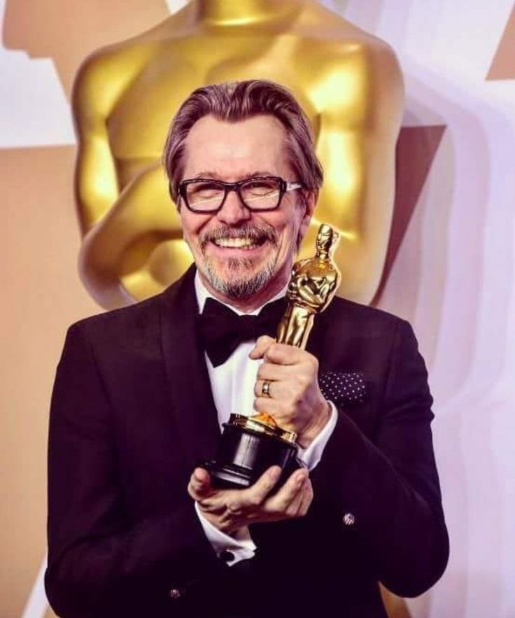 Another pic of The Legend Gary Oldman with his Oscar..He's so happy