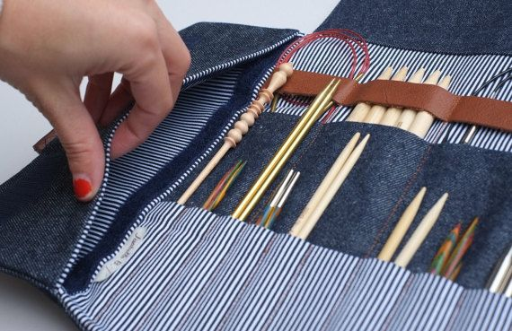 Needle case made of sturdy denim.  This is my version of the best of case. You can put your favorite Needles, Circulars, DPNs, Crochets and