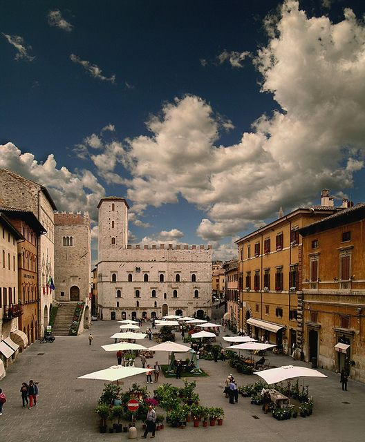 Piazza del Popolo,Todi, Umbria, Italy. There is a self cleaning bathroom down one of the little streets to the left in this photo!  BEEN