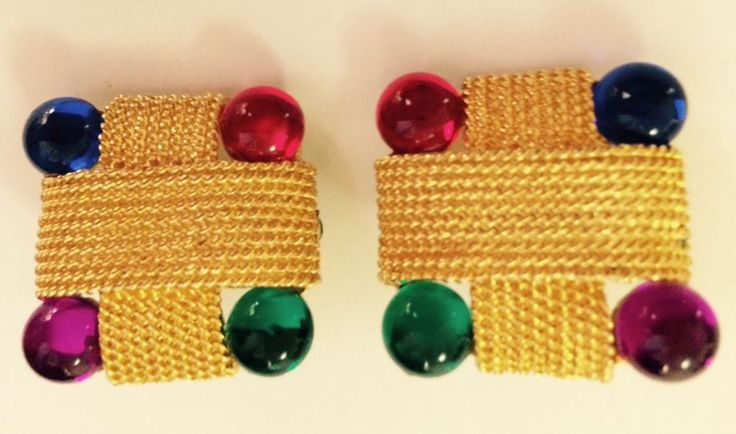 Beautiful golden square ear rings with colorful glass. Bought at Bon Wit Teller. #Squareclip