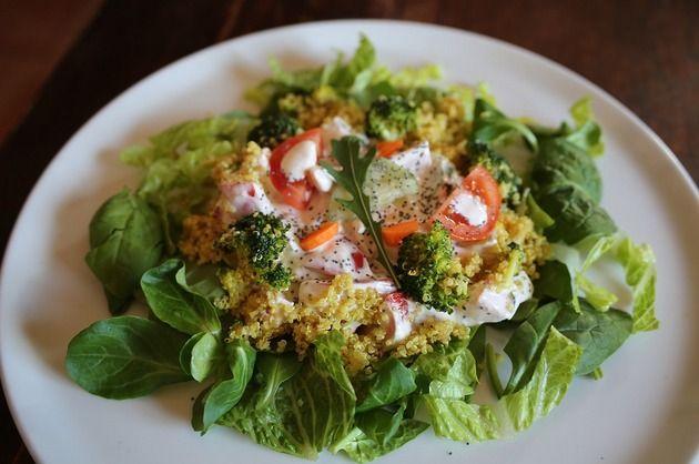 Salată cu quinoa şi broccoli - eBUCATARIA