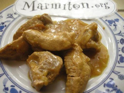 poivre, crême fraîche, farine, oignon, curry, sel, vin blanc, bouillon, filet mignon