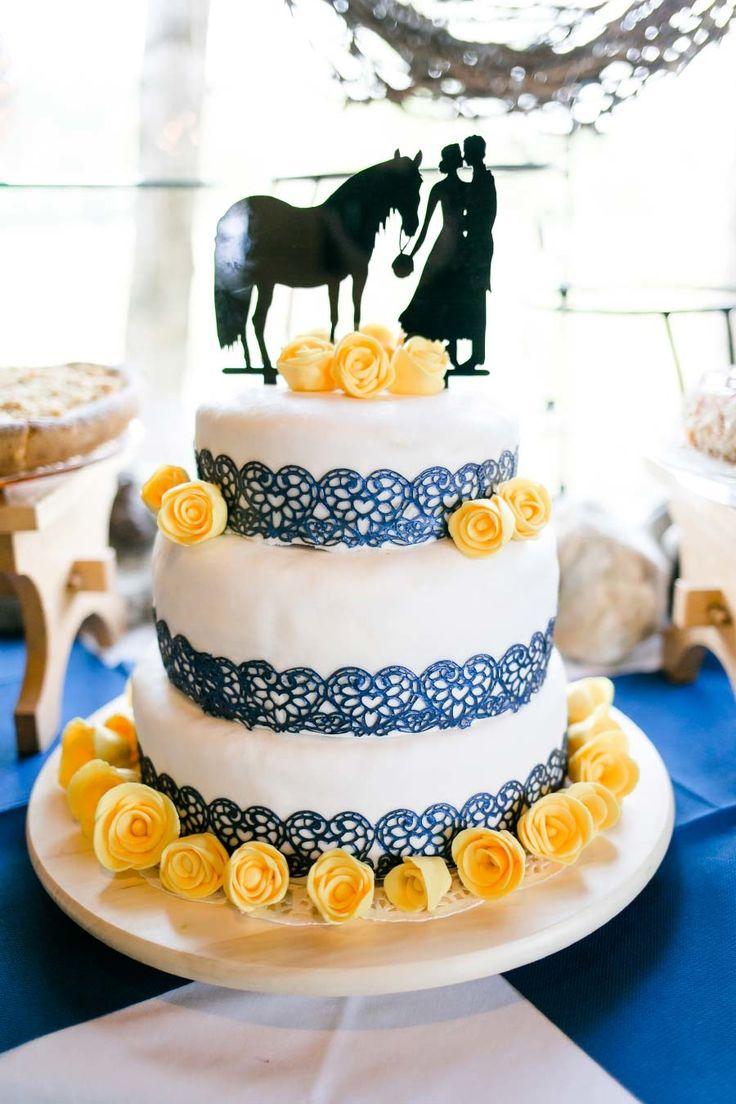 Hochzeitstorte mit Pferd und Brautpaar als Caketopper. Foto: http://frauherz.de