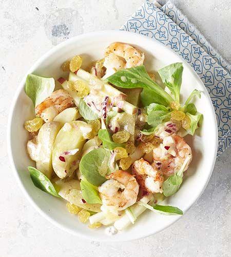Lauwe aardappelsalade met scampi's en appel