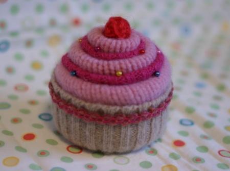 How cute!                  lauracupcake.JPG