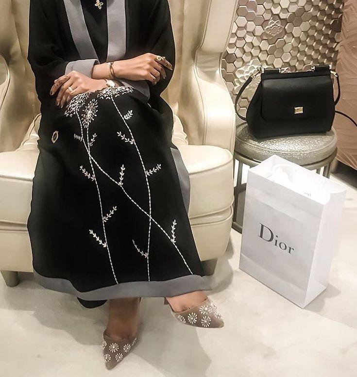 IG: The.Queen.of.Oman    IG: BeautiifulinBlack   Abaya Fashion