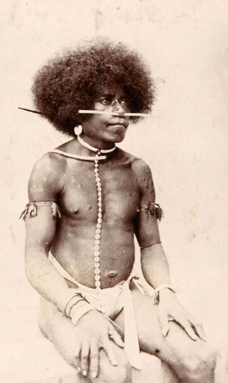 Papua (Indonesia) | Portrait of Geelvink Bay man. Manokwari, West Papua province | ca. 1905 - 1915, photographer unknown