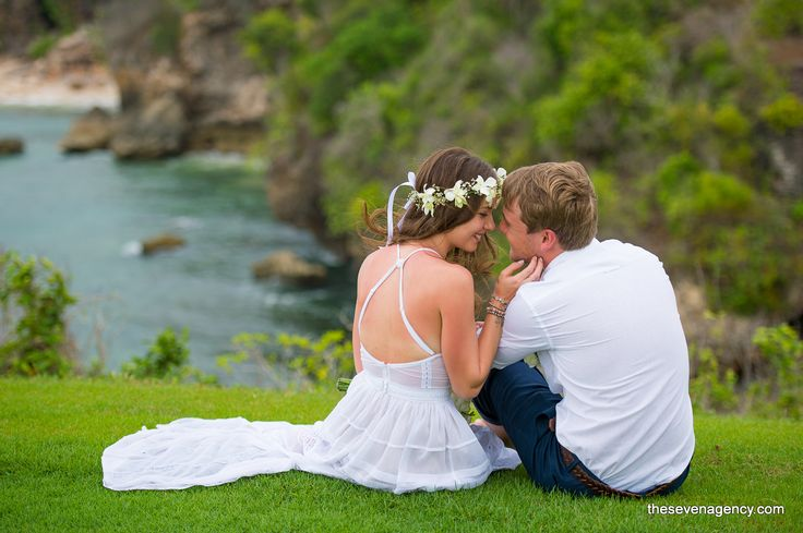 The beauty of the nature in Bali is always be a never ending story! Could you imagine to have your wedding day on a cliff and witnessed by ocean and blue sky.  #baliwedding     #wedding  #love     #baliphotography    #bali      #smiley       #WeddingLuxe                                