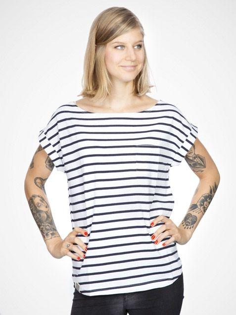 navy stripe voor de bediening. Hou er wel rekening mee dat onze dames geen tatoeages hebben... Al zijn er natuurlijk altijd plakplaatjes :)