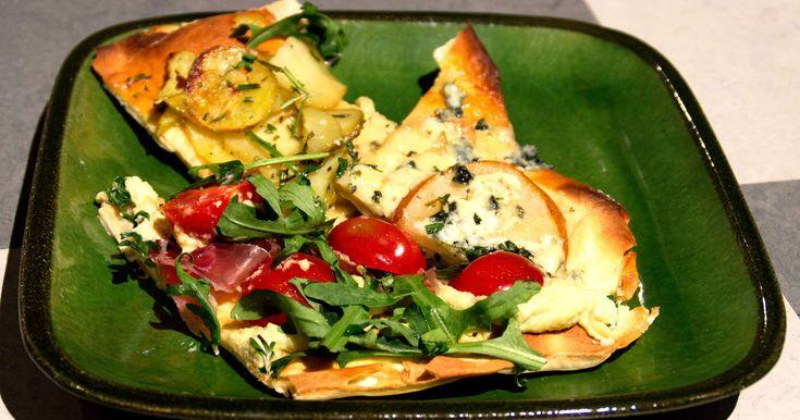Tre pizzor med olika topping! Potatis- och rosmarinpizza, päron- och…